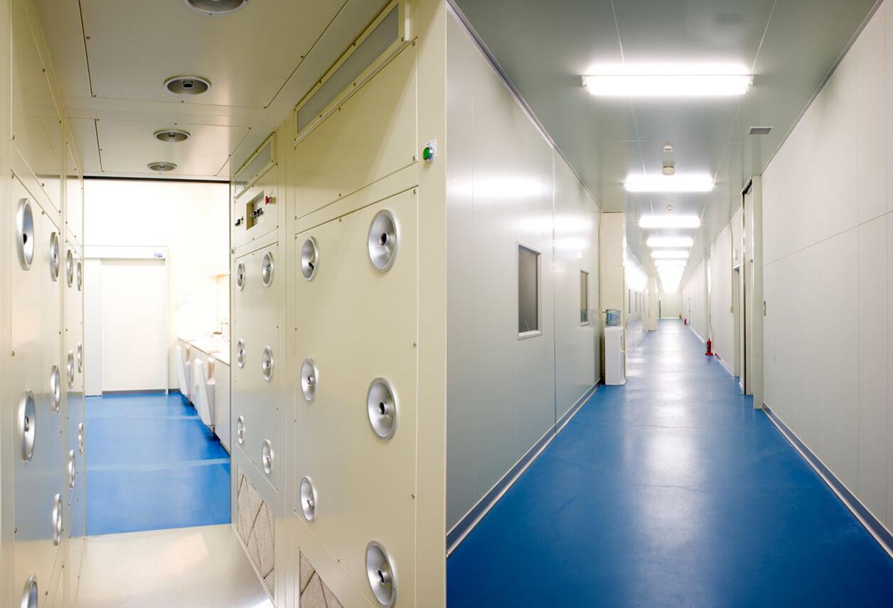 製造室入口・製造室(廊下)